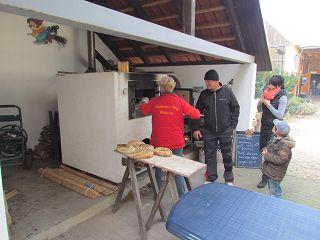 Der Röhlsche Hof - Bildungs- und Erlebnisbauernhof in Wallwitz in Sachsen-Anhalt - Brotbacktage 2013-5